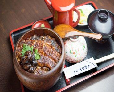 うな富士のひつまぶしを出前・お持ち帰りでお楽しみ頂けます。出前限定で、人気No.1のお土産「鰻の佃煮」1パックプレゼントいたします。<br /> ※無くなり次第終了となります。